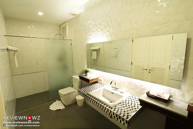 Deluxe Pool Access Restroom 2