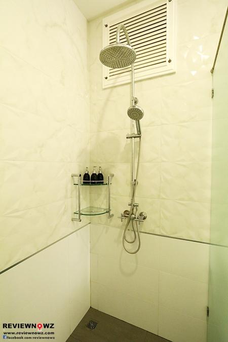 Deluxe Pool Access Restroom rain shower