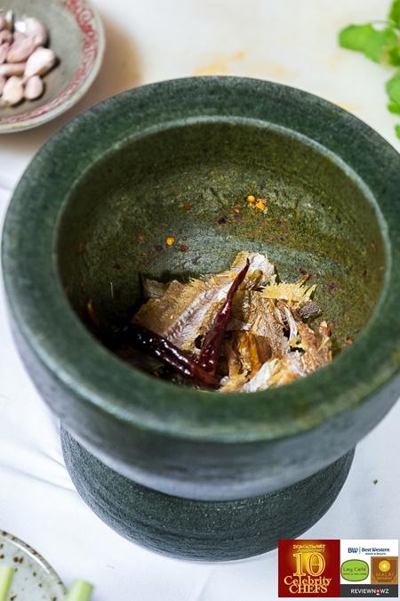 ต้มโคล้งปลากรอบ - เครื่องแกง