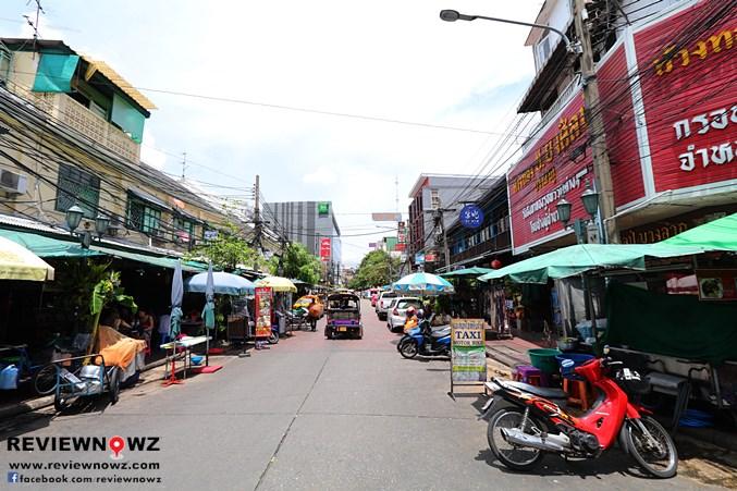 Rambuttri Alley