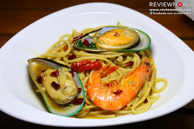 Spaghetti with Spicy Seafood and Basil Sauce