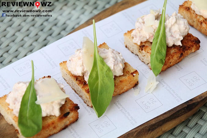 Crab-Mayonnaise Bruschetta