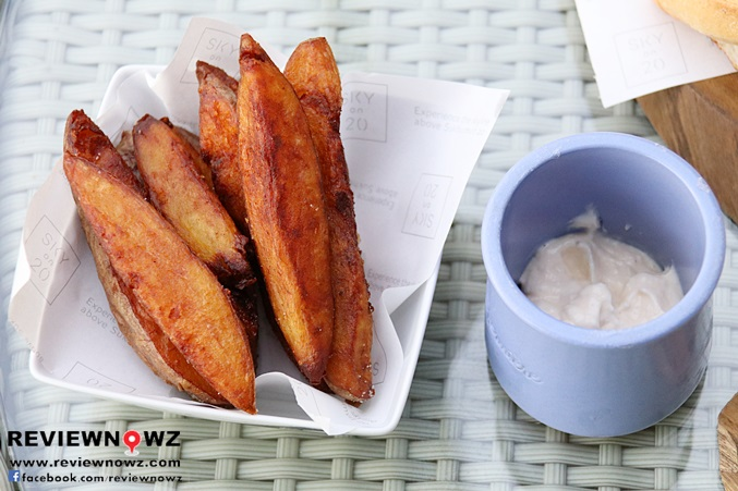 Homemade Chips & Garlic Mayonnaise