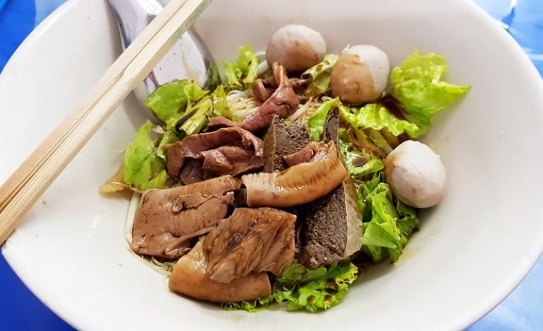 เอาใจสายเนื้อกับตำนานความอร่อย 50 ปีของชาวบางพลัดที่ร้านก๋วยเตี๋ยวเนื้อ เลิศรส