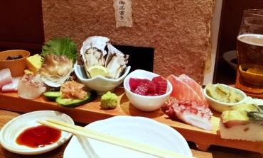 นั่งร้านกินดื่มราคาคบหาสบาย คนเยอะคึกคักในย่าน Musashino ของโตเกียวที่ Nishi Ichijo Uokin