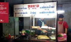 ข้าวผัด ผัดหมี่ฮ่องกง หอมทะลุกระทะ!  รสมือจีนๆกับร้านรถเข็นระดับ Micheline Guide ที่ หูฉลาม เวิ้งนาครเขษม
