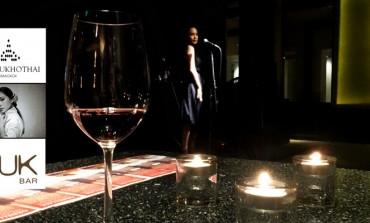 ยังไงก็คุ้ม! ไวน์พร้อมทาปาสไม่อั้นราคาไม่ถึงเก้าร้อย แถมฟังเสียงเพราะๆจาก May the voice ที่ Zuk Bar, The Sukhothai