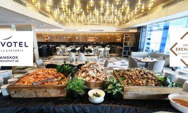 ส่วนลด 50% ที่จะเปลี่ยนมื้อกลางวันวันธรรมดาให้เป็นบุฟเฟ่ต์นานาชาติเกรดโรงแรมที่ Food Exchange, Novotel Bangkok Sukhumvit 20