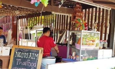 ร้านอาหารไทยตามสั่งท้องถิ่นราคาไม่แพงในย่านท่องเที่ยวที่ ครัวน้องอิ่ม หัวหิน
