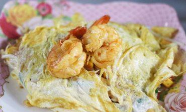 Street Food นั่งริมฟุตบาทที่เยาวราชทานผัดไทยห่อไข่ในซอยเท็กซัส