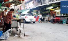 หมูสะเต๊ะ สวนพลู Street food รถเข็นหมูสะเต๊ะไม้ละ 4 บาทที่ซอยสวนพลู 8