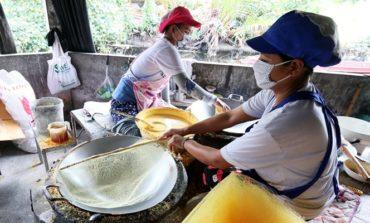 ชมวิธีทำขนมลาแห่งเดียวของประเทศไทยในหมู่บ้านขนมลาบ้านหอยรากที่ ชะนิดา ขนมลา @ ปากพนัง นครศรีธรรมราช