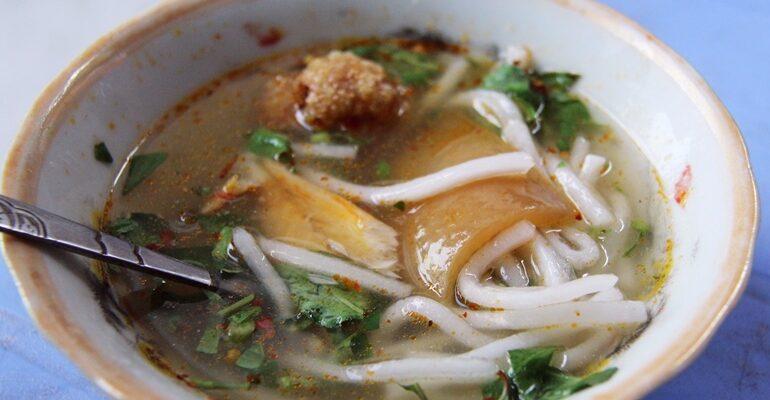 คนพื้นที่แนะนำ ก๋วยเตี๋ยวหนังหมูสไตล์เวียดนามที่ Bánh Canh Mắt Nai - Hải Phòng @ Đà Nẵng, Vietnam