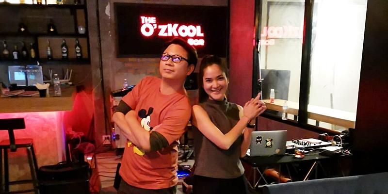 แฮงค์เอาท์ใจกลางเอกมัย กิน ดื่ม สนุกสนานกับเสียงเพลงยุค 90 ที่ The O'Zkool Bar เอกมัย